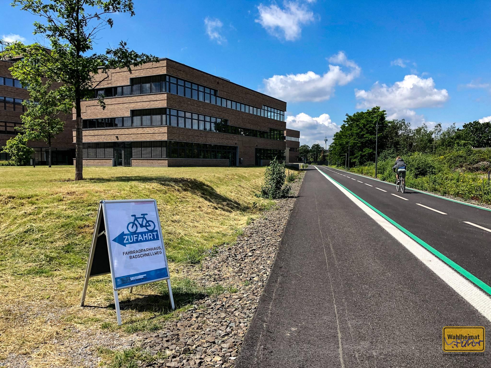 Der Radschnellweg RS1 in Mülheim führt mittlerweile bis zur Hochschule Ruhr West.