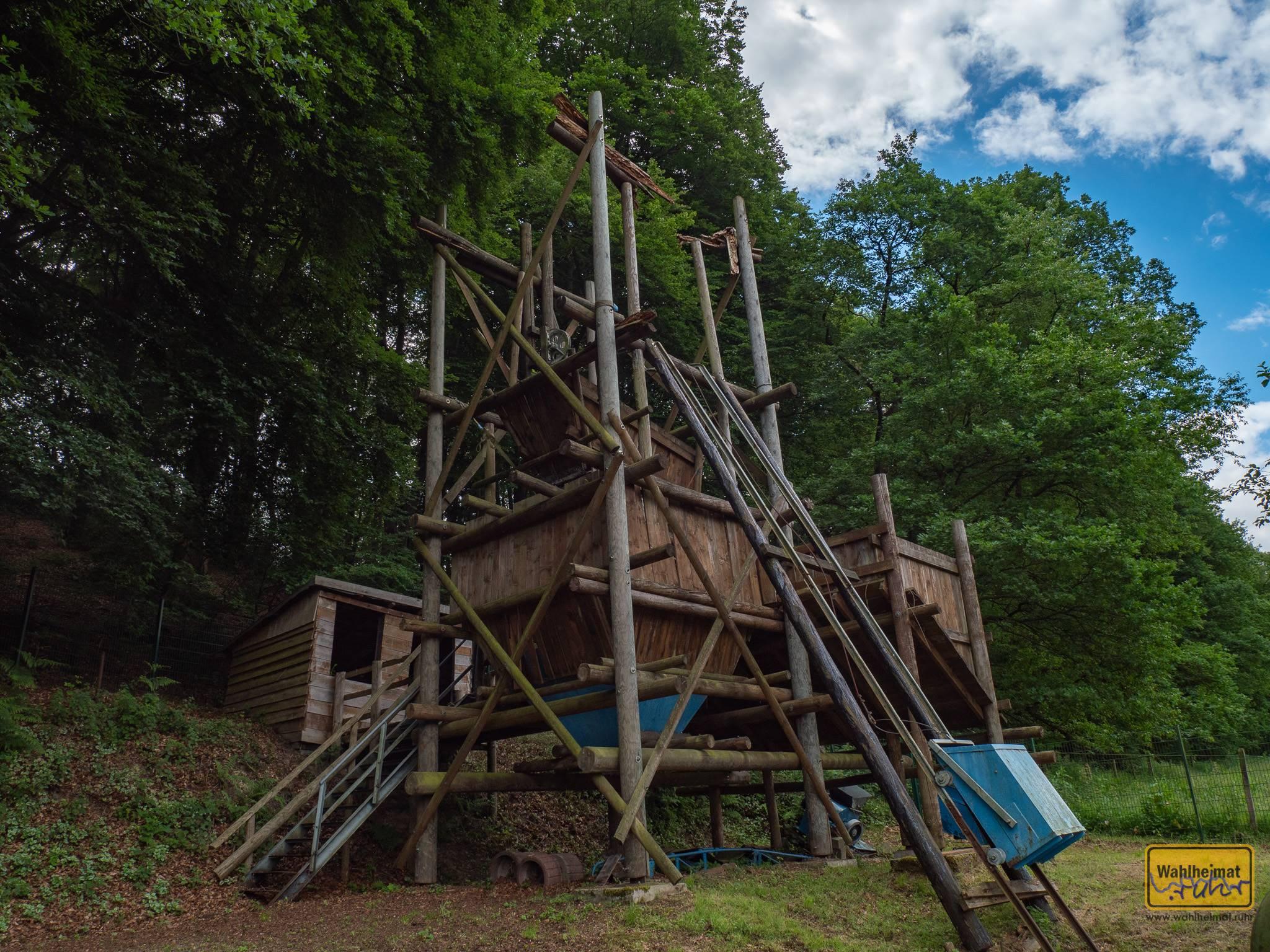 Baumaterial war hauptsächlich Holz.