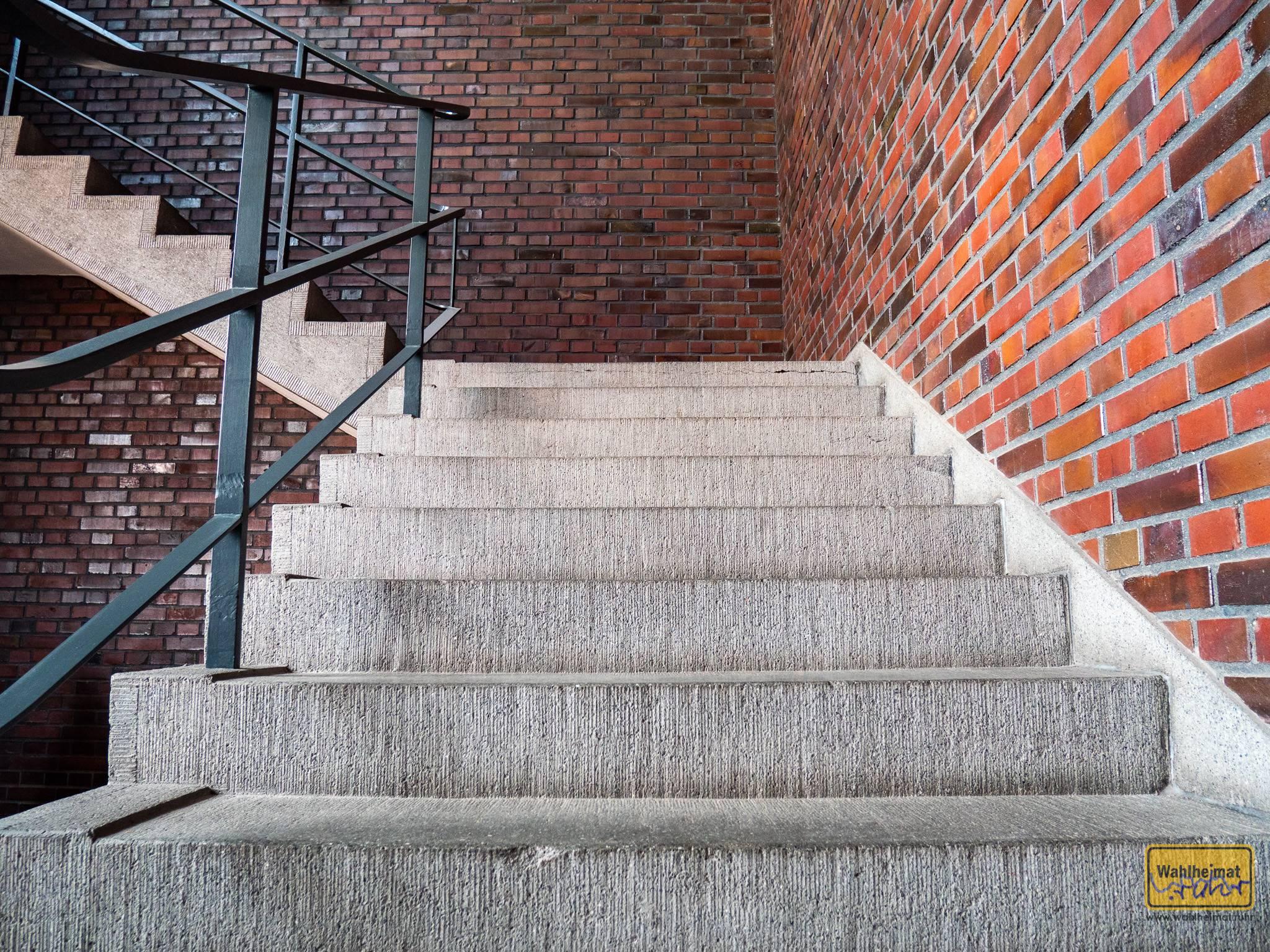 Auch einen Hingucker wert: das Treppenhaus und dessen Stufen im HE-Gebäude vom Mies van der Rohe Business Park.