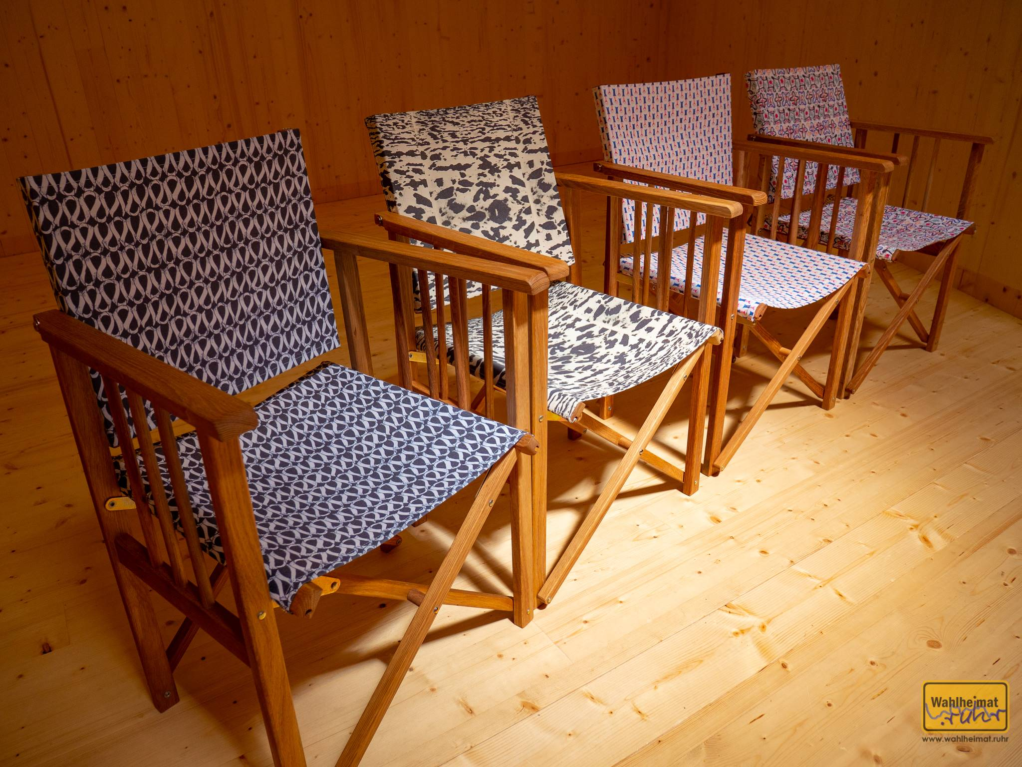Die Stühle im Schütte-Pavillon wurden mit Stoff bespannt, der Original-Bauhaus-Designs entspricht.