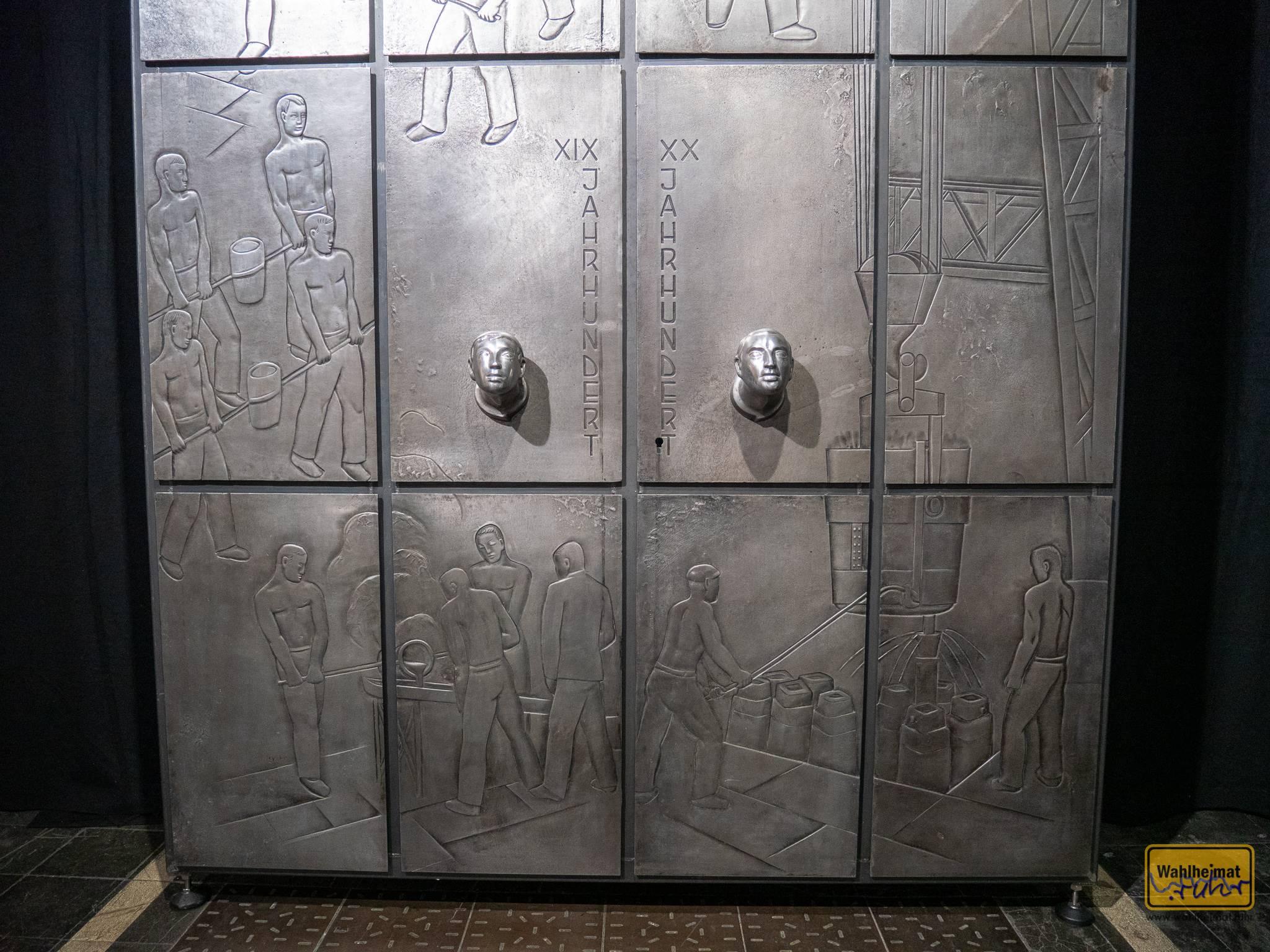 """Bestaunen kann man sie im Peter-Behrens-Bau Oberhausen in der aktuellen Sonderausstellung """"nützlich & schön"""" zum Produktdesign der 1920-1940er."""