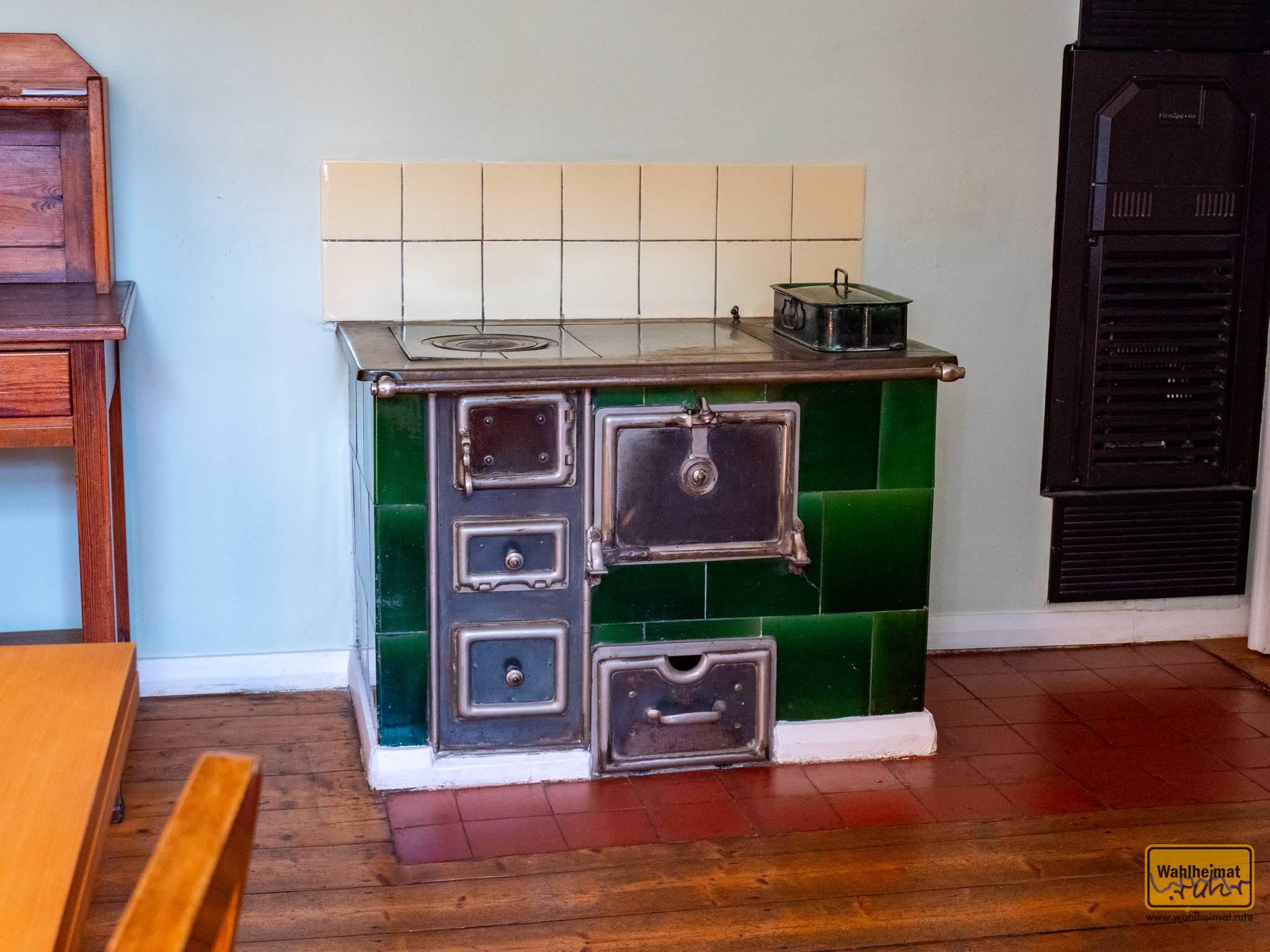 Die Hausfrau kochte hier für ihre Familie und die Kostgänger auf Kohle-Basis.