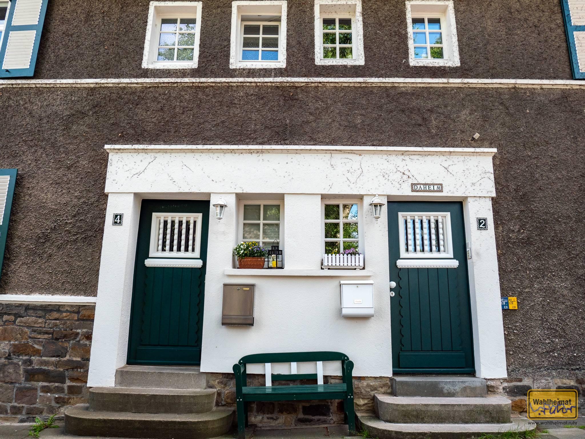 Auf der Margarethenhöhe in Essen gibt es viele wunderbare Adressen und Häuserfronten.
