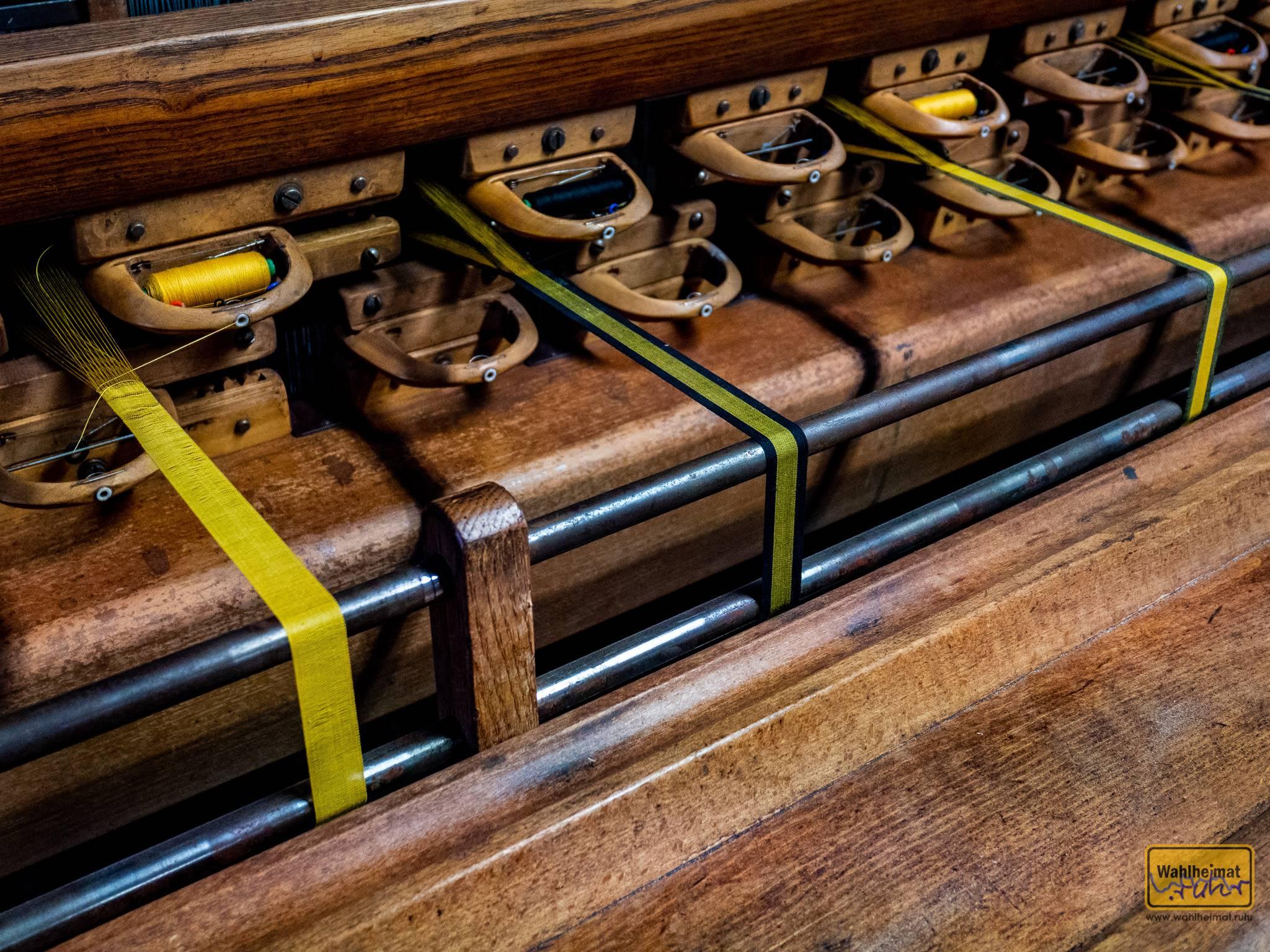 Spannend: darauf wurden bis zuletzt die Bänder für Schreibmaschinen gefertigt.