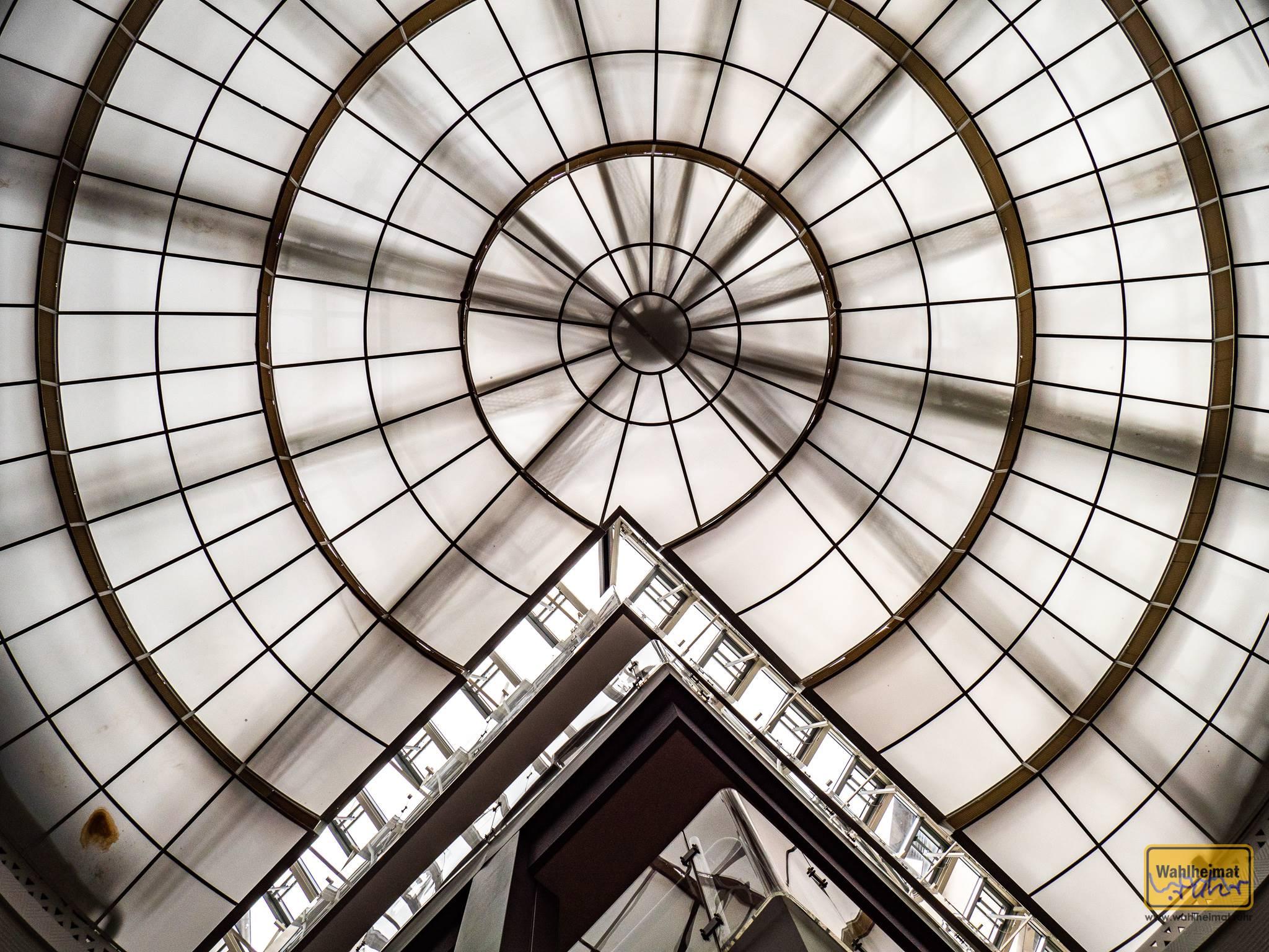 Glas - ganz viel Glas in der Rotunde des Museum für Kunst und Kulturgeschichte in Dortmund. Wunderbar!