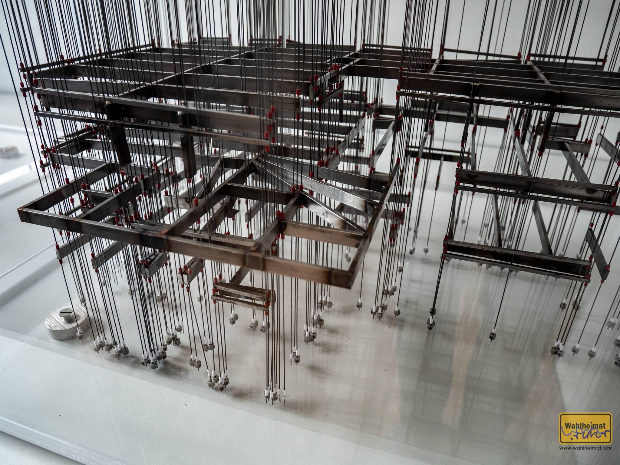 Erst aufwändige Stahlkonstruktionen machten manche Bauhaus-Konstruktionen möglich - so wie hier ein Blick in das Innenleben von Haus Esters. Heißt dann allerdings auch: die Fassade draußen ist nur zur Zierde...