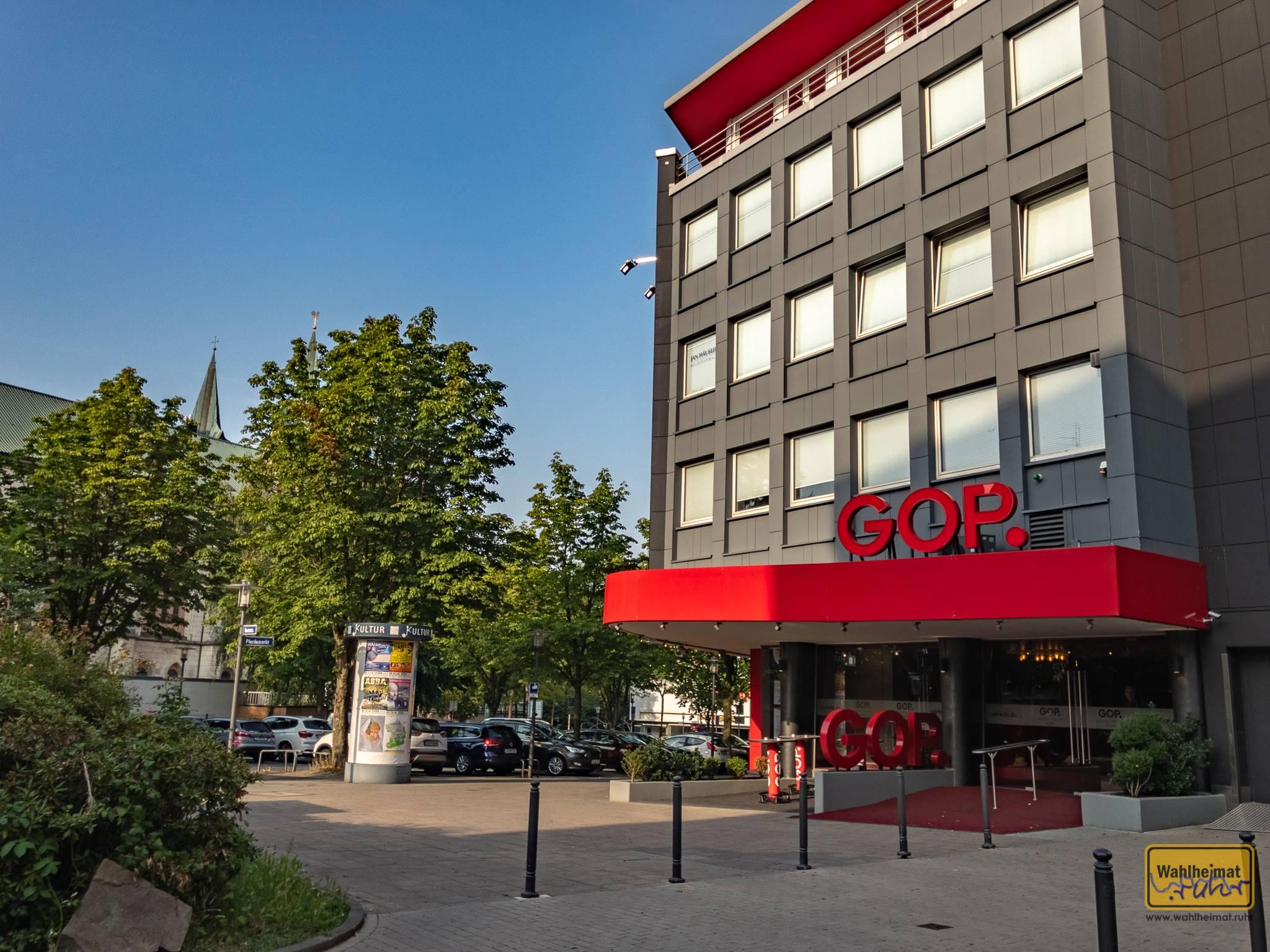 Die charakteristischen roten Buchstaben präsentieren es nach außen: das GOP Varieté in Essen.