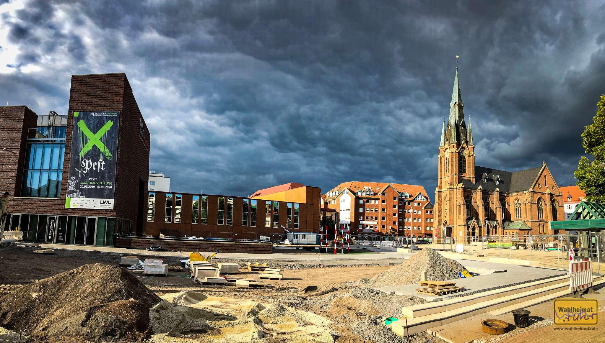 Dräuende Wolken über Herne - tolle Basis für einen Blick in die Pest!-Ausstellung, oder?