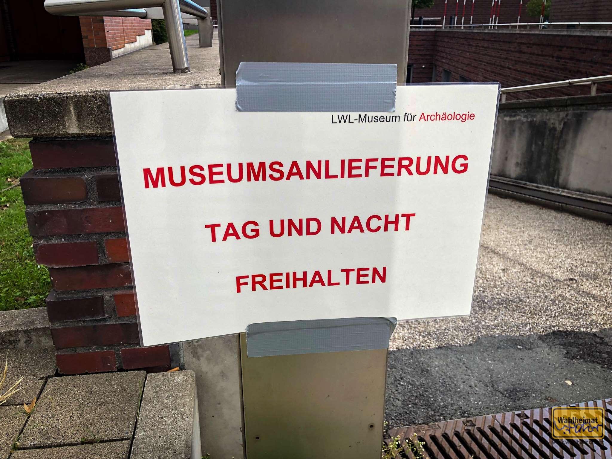 Bringt Euren Toten raus! Museumsanlieferung Tag und Nacht!