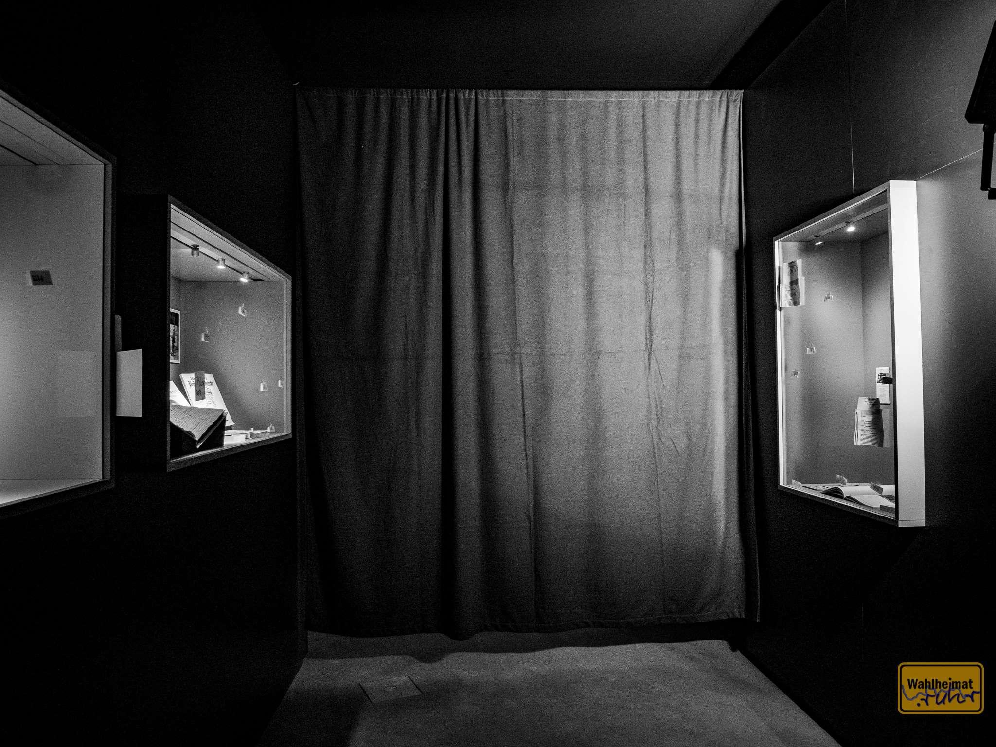"""FSK16! Hinter diesem Vorhang gibt's Einblicke in das Computerspiel """"A Plague Tale"""". Tolle Grafik, atmosphärische Bilder."""
