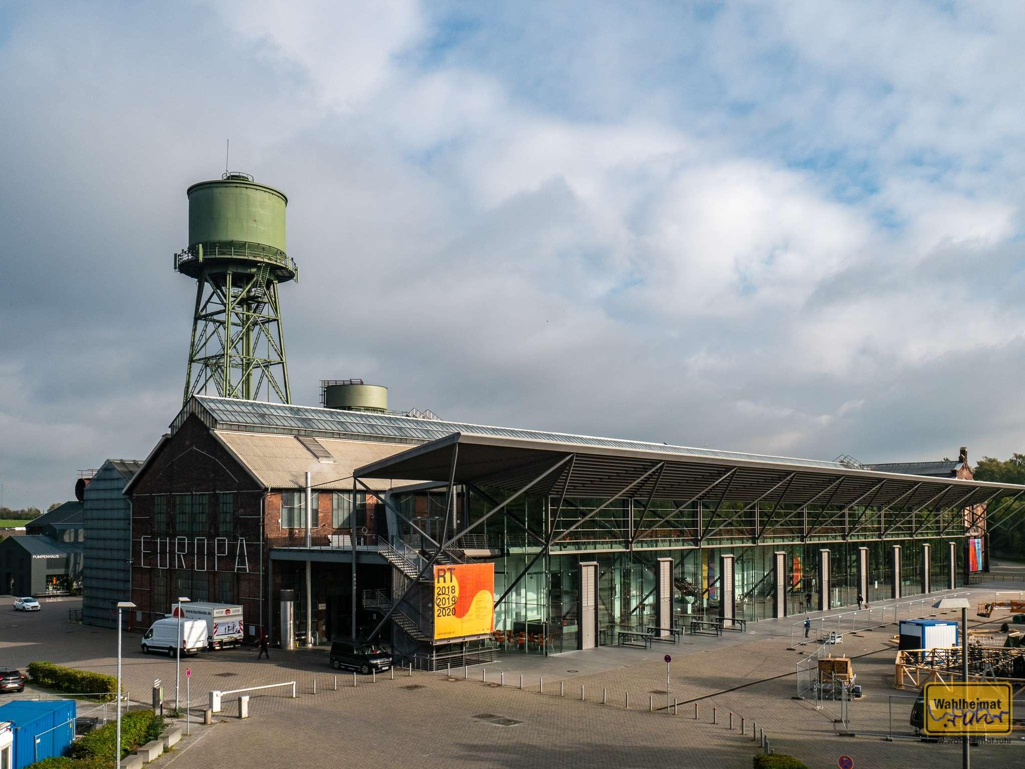 Die Jahrhunderthalle in Bochum ist mittlerweile ein etablierter Ort für Kultur, Events und Kunst. So finden hier nicht nur beispielsweise seit 2010 die Urbanatix-Vorstellungen statt, sondern die Ruhrtriiienale hat hier ebenfalls einen Schwerpunkt (hier werden gerade die Reste 2019 verräumt).