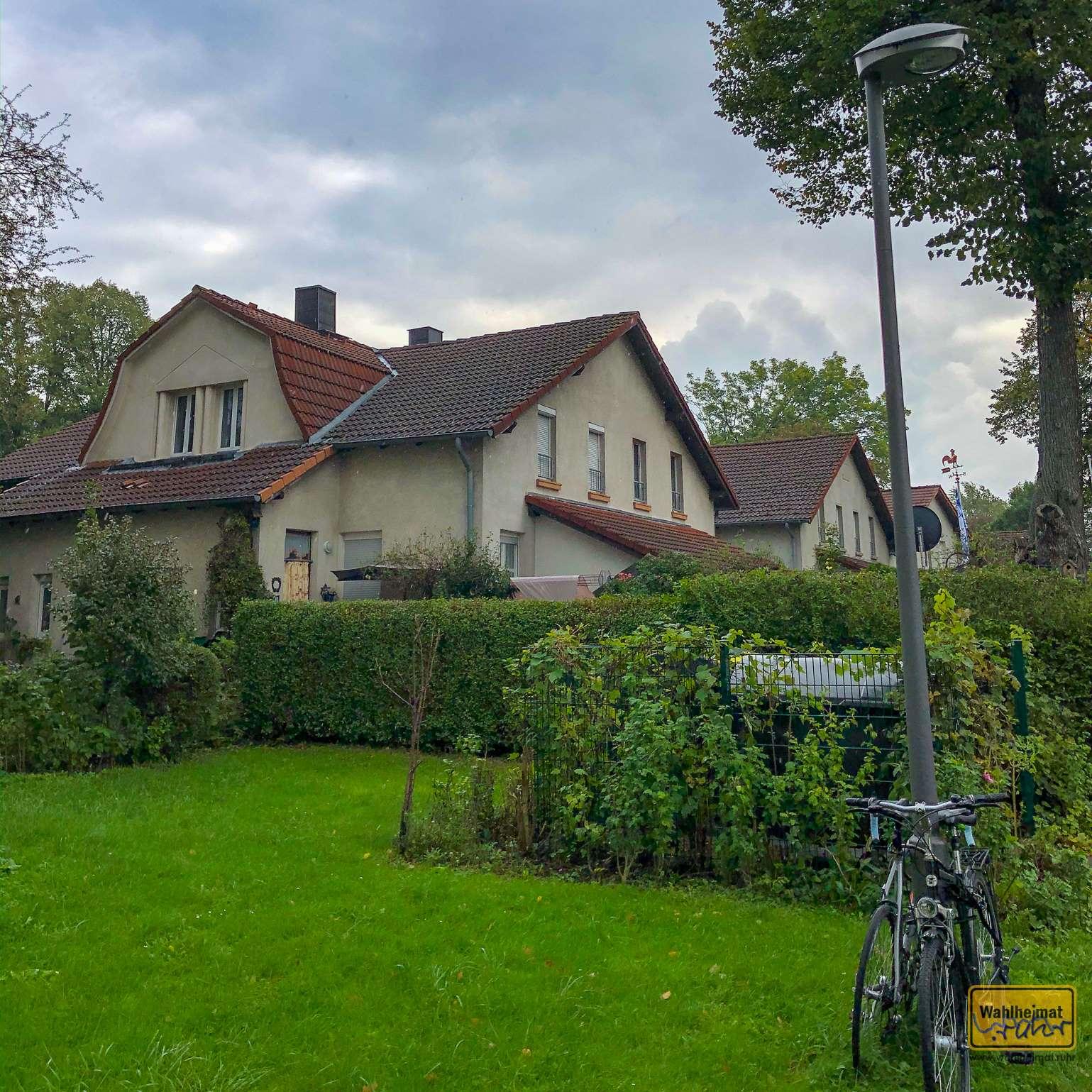 Die Häuser der Siedlung Stahlhausen haben alle den gleichen typischen Aufbau. Hier wohnten die Arbeiter mit ihren kinderreichen Familien.