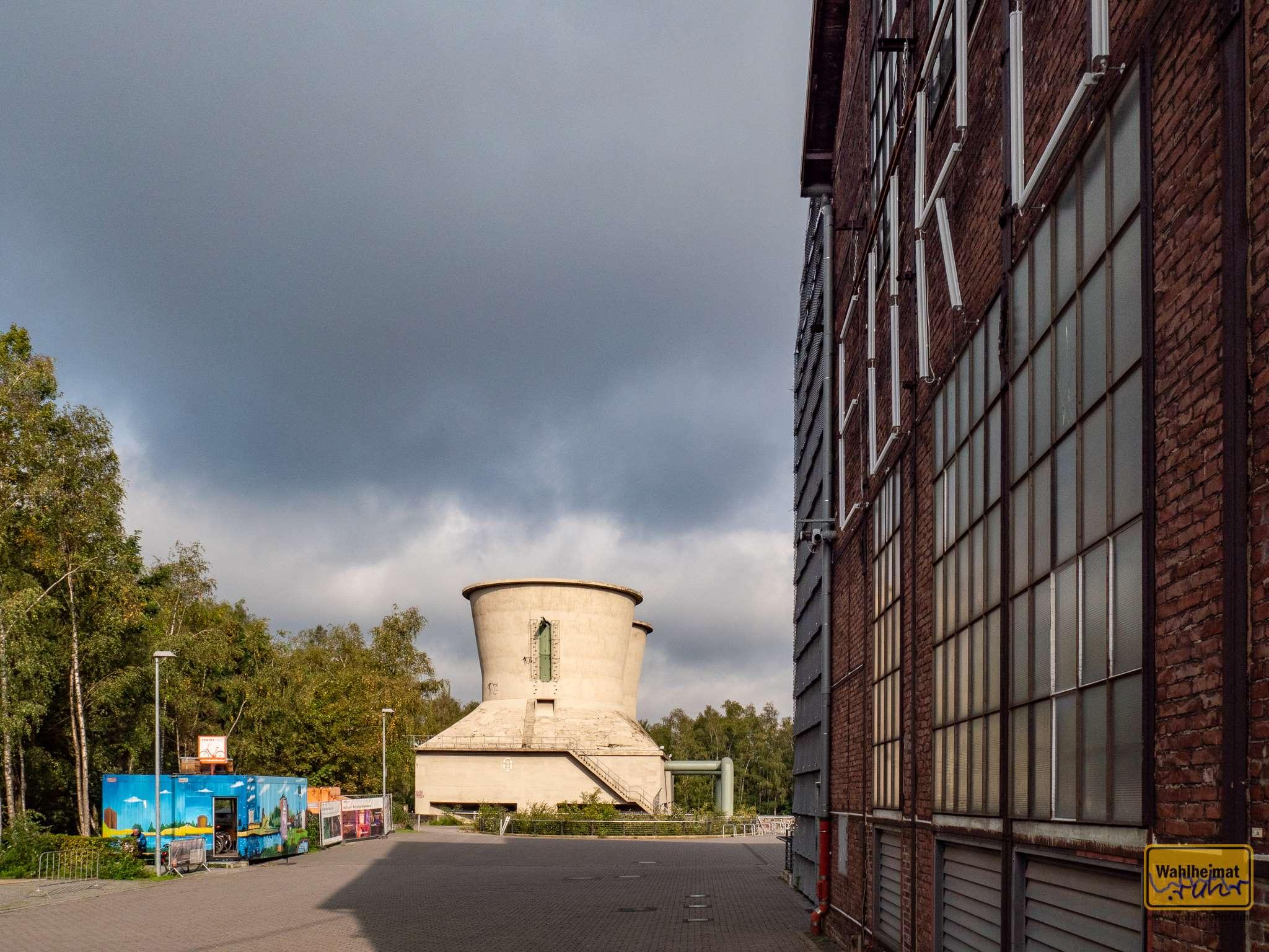In dem schön blau bemalten Container ist ein RevierRad-Fahrradverleih untergebracht.