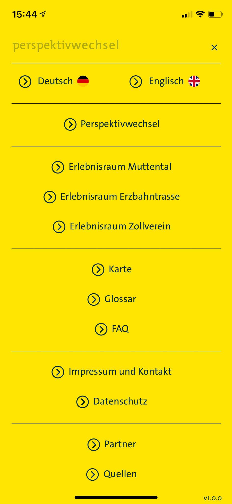 Über das Burger-Menü sind zentrale Navigationselemente erreichbar. Unter anderem kann hier zwischen Deutsch und Englisch umgeschaltet werden.
