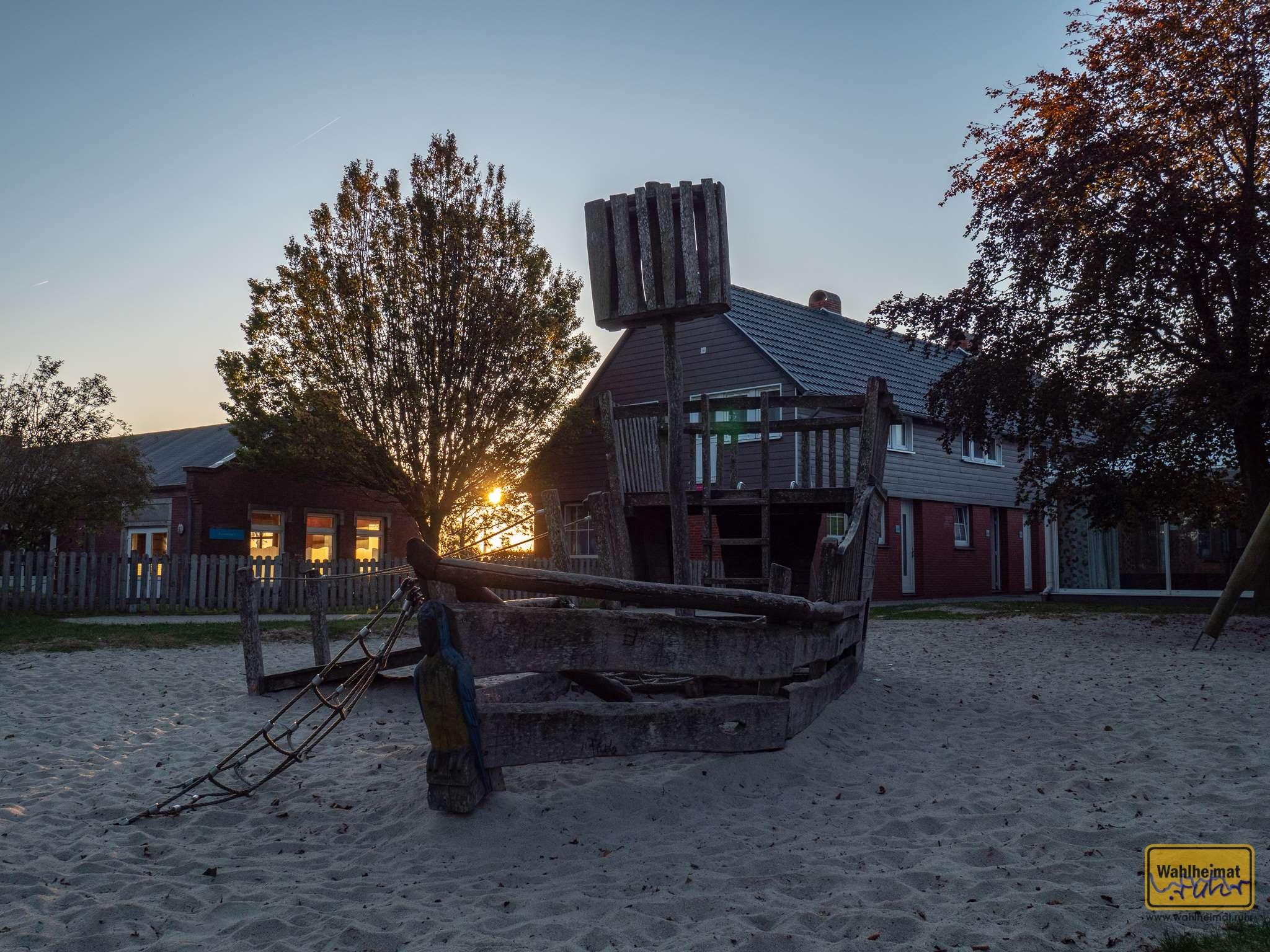 Johoho, und am Piratenschiff geht die Sonne auf! Natürlich kann Euer Nachwuchs hier auch spielen...
