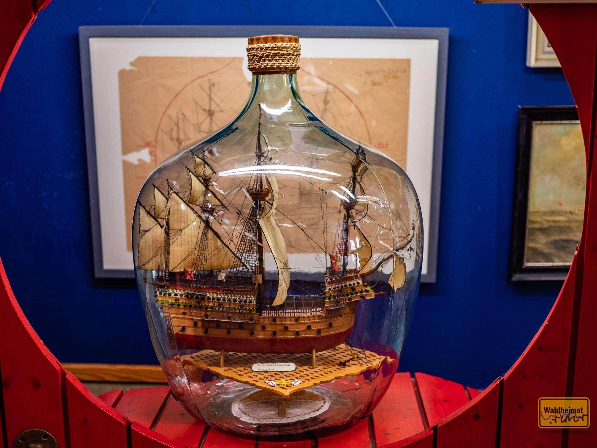 Faszinierend, wie detailreich die vielen Schiffchen in den Flaschen sein können.