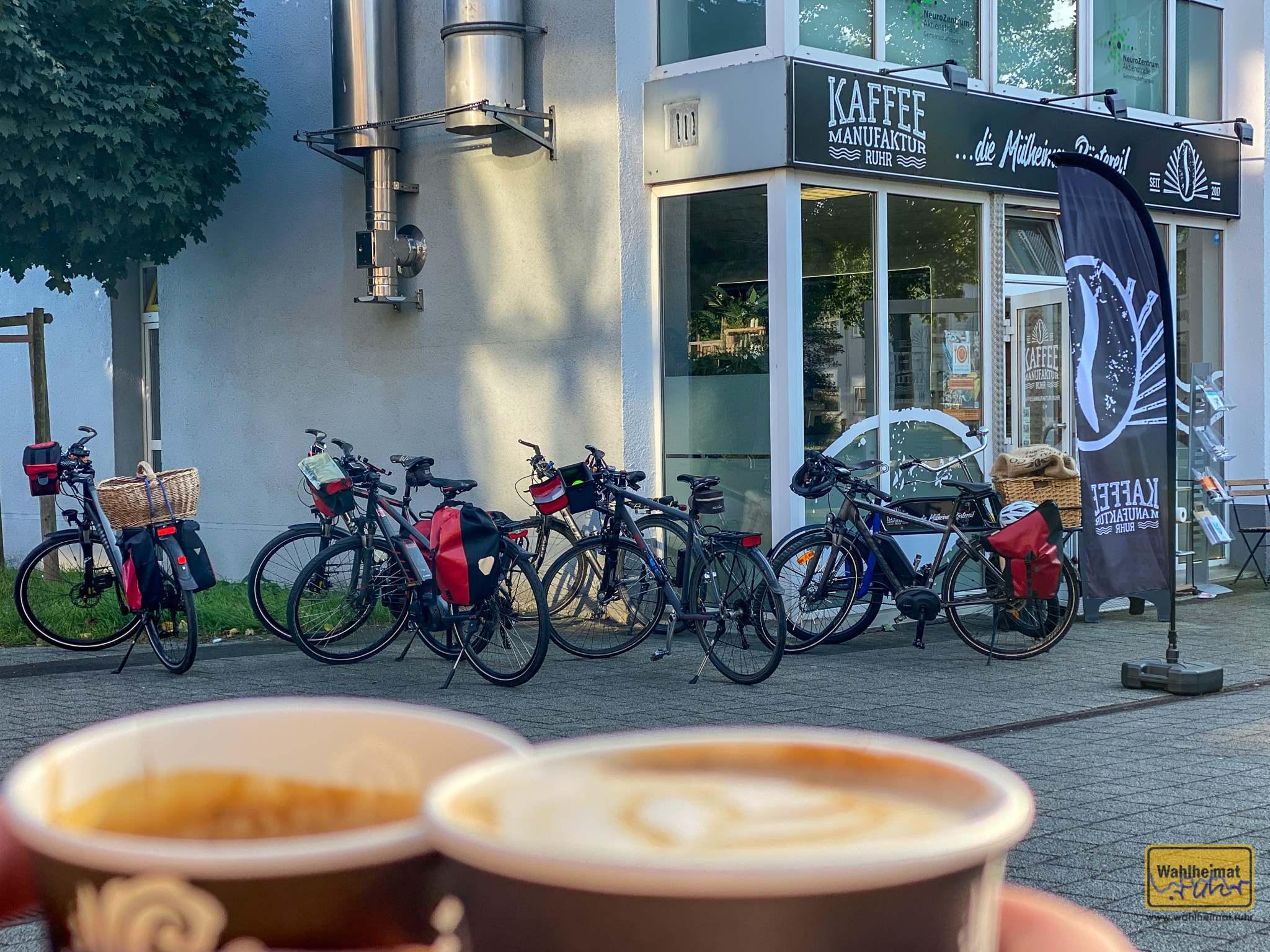 Frisch aus der eigenen Rösterei: Kaffeespezialitäten bei der Kaffeemanufaktur Ruhr an der Aktienstraße.