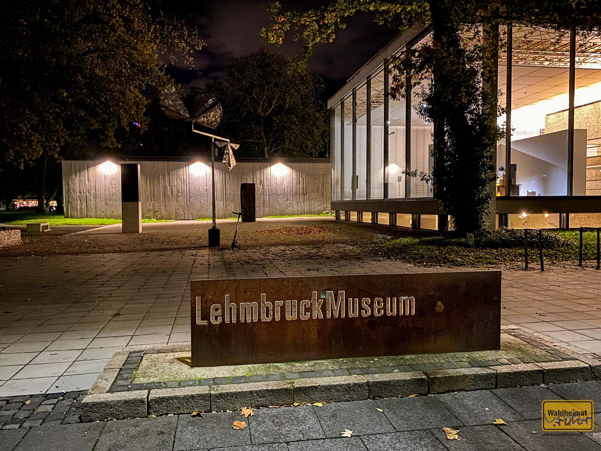 Das Lehmbruck-Museum zur nächtlichen Stunde.