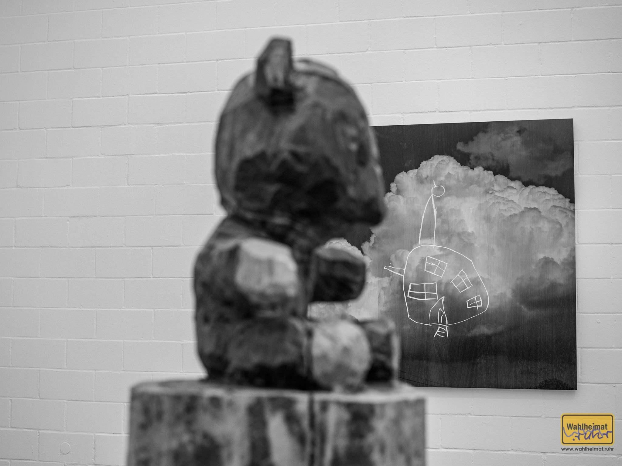 Teddybär vor Luftschloss. © VG Bild-Kunst, Bonn 2020